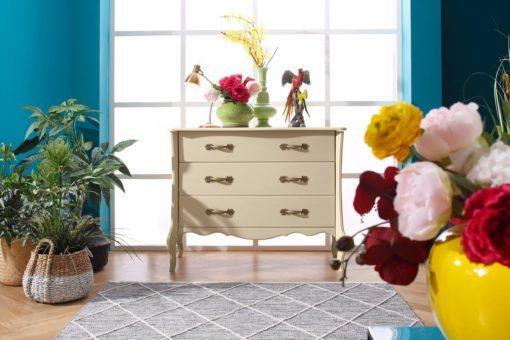 Przepiękna, elegancka duża komoda z drewna, w kolorze kremowym