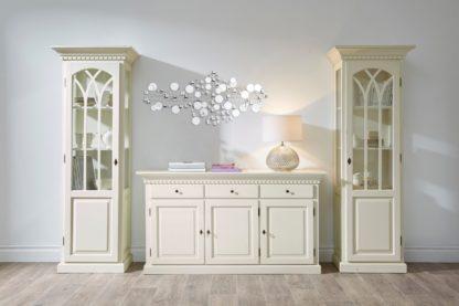 Interesująca dekoracja ścienna z elementami lustrzanymi