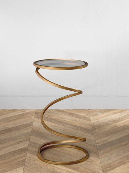 Metalowy stolik w kształcie spirali