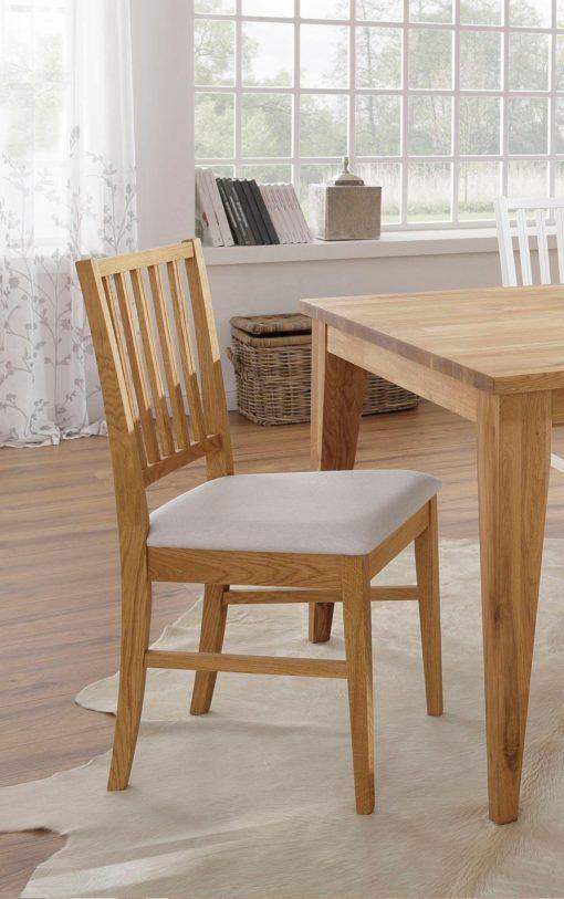 Eleganckie, dębowe krzesła z beżowymi siedziskami