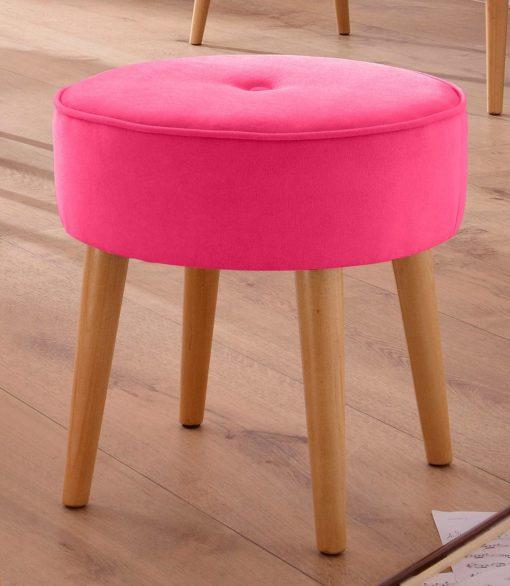 Stylowy, różowy hoker na drewnianych nogach