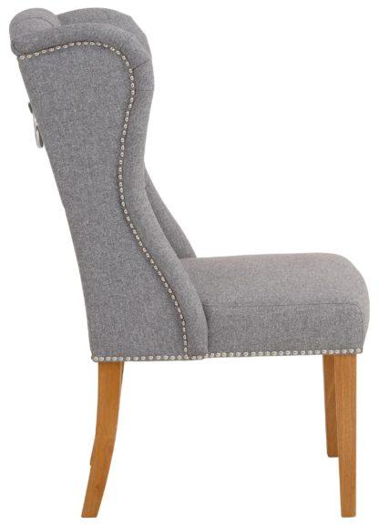 Elegancki, pikowany fotel z drewniana ramą