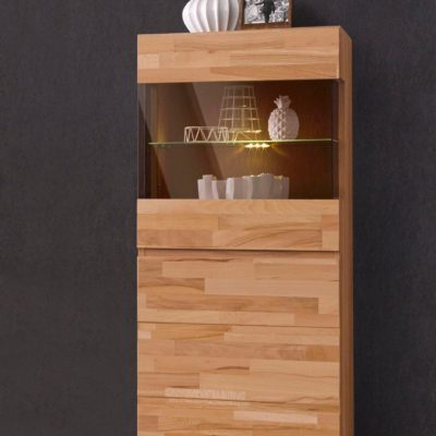 Modna witryna z frontem wykonanym z drewna bukowego