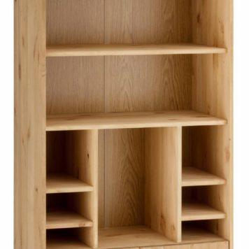 Wysoka, sosnowa szafka z licznymi półkami