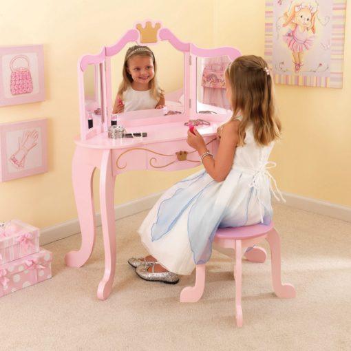Różowa toaletka dla małej księżniczki