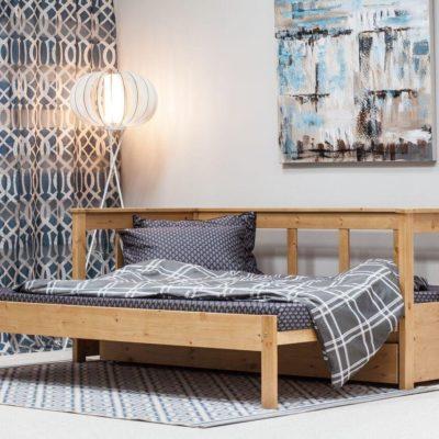Wyjątkowo praktyczna sosnowa sofa do salonu czy sypialni