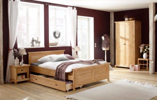 Piękne sosnowe łoże w klasycznym stylu