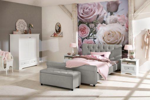 Atrakcyjne tapicerowane łóżko ze stylowym wezgłowiem