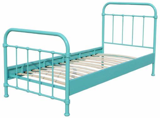 Metalowe łóżko w niepowtarzalnym stylu
