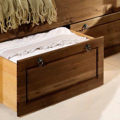 Dwie sosnowe szuflady pod łóżko, fronty kolonialne