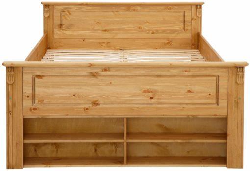 Zdobione, drewniane łóżko z urokliwymi półkami