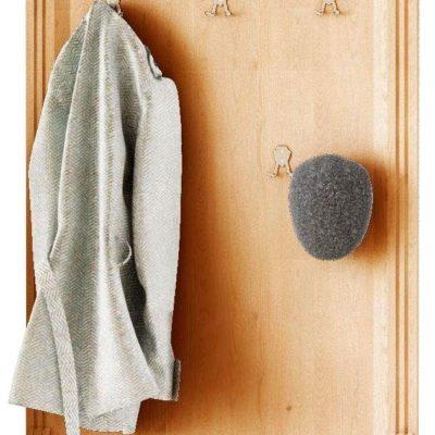 Wyjątkowy wieszak na ubrania z drewna sosnowego