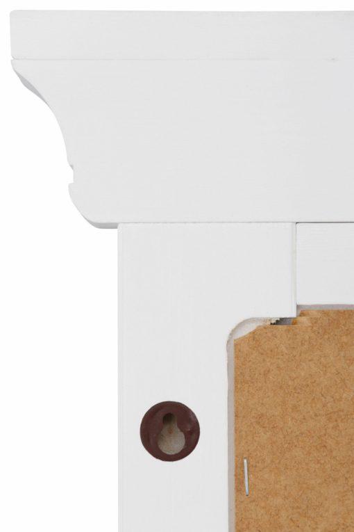 Klasyczne lustro z pięknie zdobioną ramą