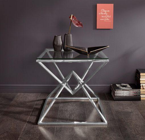Niezwykły stolik z metalu i szkła