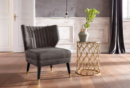 Elegancki fotel o wyglądzie zamszu