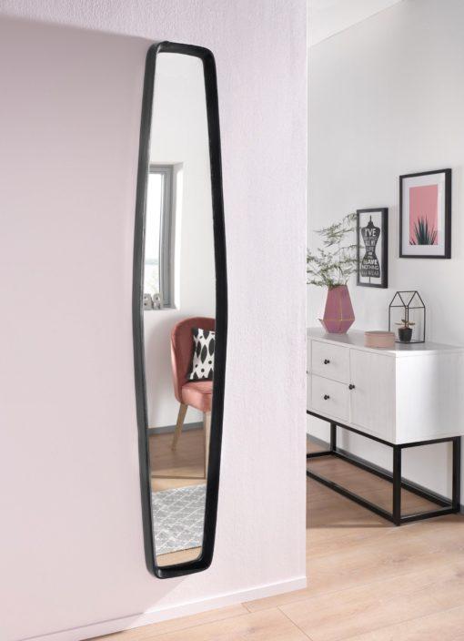 Stylowe lustro o unikalnym kształcie