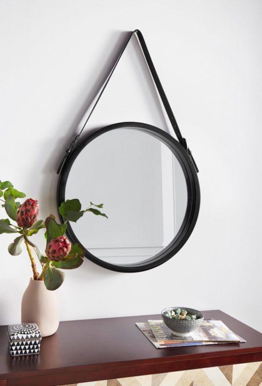 Okrągłe lustro na skórzanym pasku, w stylu skandynawskim