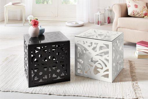 Ażurowy stolik ze szklanym blatem, czarny