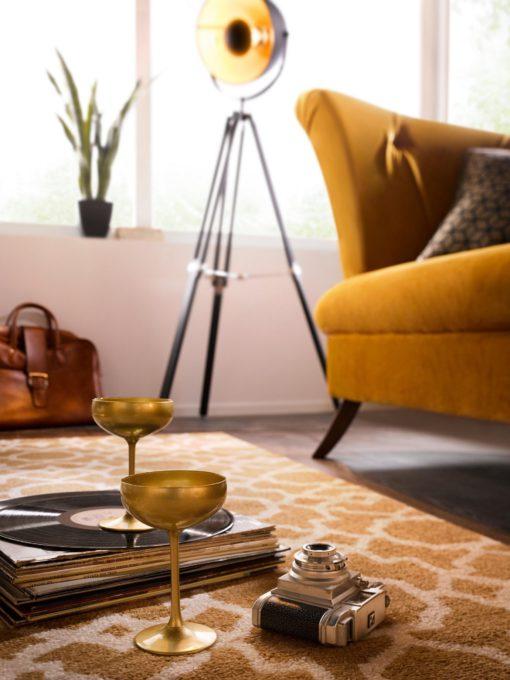 Modna lampa podłogowa z elementami złota