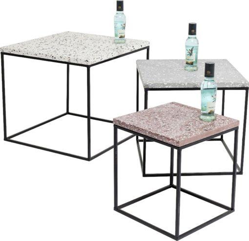 Zestaw trzech stolików z betonowymi blatami, jak lastryko
