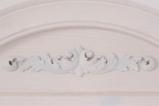 Zachwycające lustro w sosnowej ramie z ornamentem