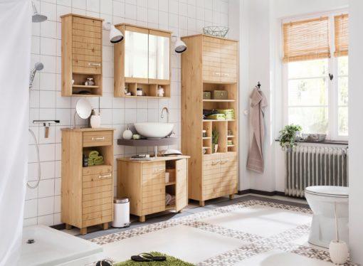 Drewniana szafka łazienkowa z lustrem i półką