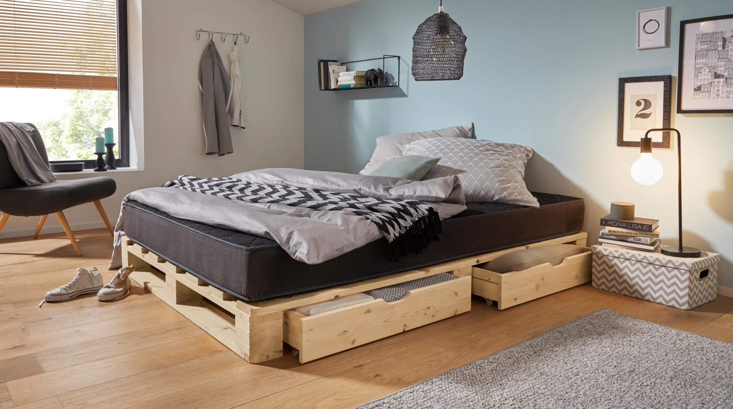 Oryginalne łóżko z palet z dwiema szufladami 140×200 cm - Moders