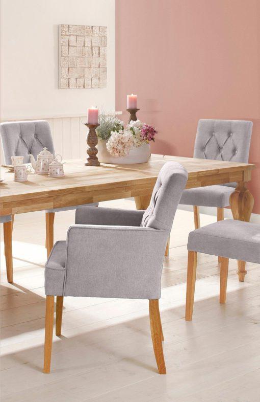 Tapicerowany fotel z przeszyciami, kremowy
