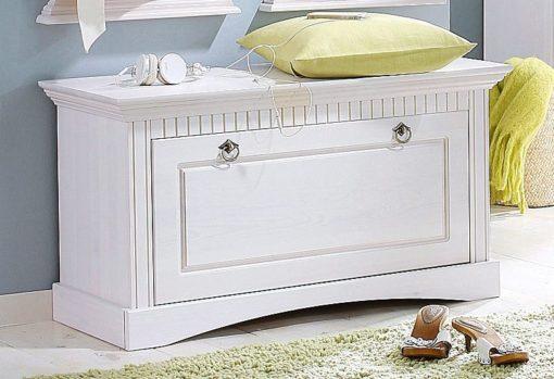 Piękna szafka na buty z dekoracyjnymi frezami, biała