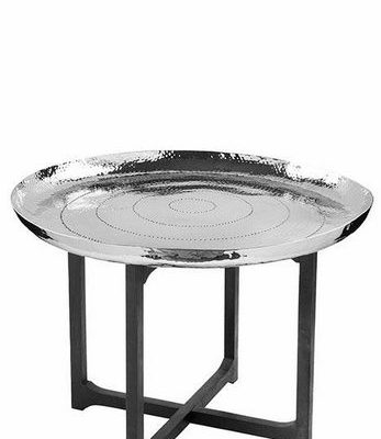 Ciekawy stolik ze okrągłym, srebrnym blatem