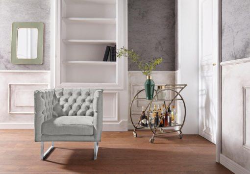 Ekskluzywny, szary fotel ze srebrnymi nogami, glamour