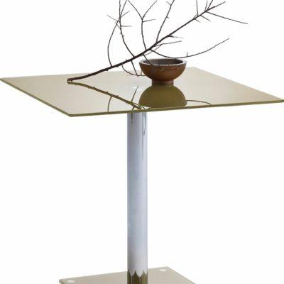 Szklany stół z metalową nogą w modnej kolorystyce