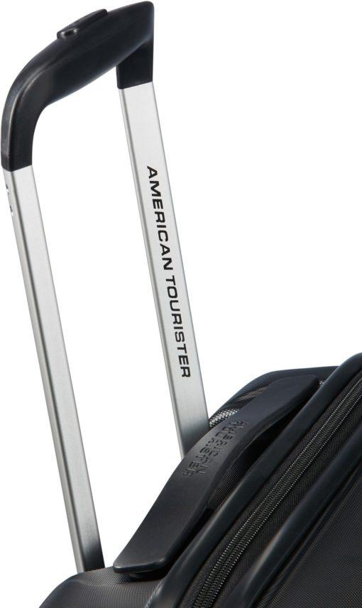 "Twarda walizka ""Aero Racer, 55 cm, kruczoczarna"""
