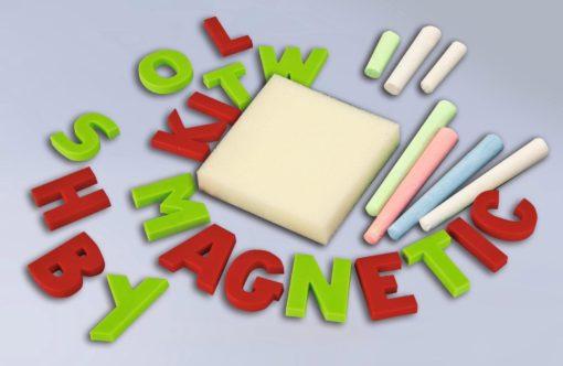 Tablica magnetyczna, literki, kredy i gąbka