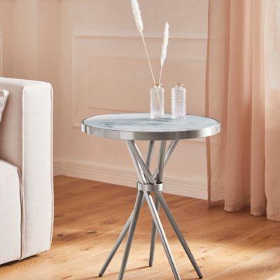 Ciekawy, srebrny stolik o nowoczesnym designie