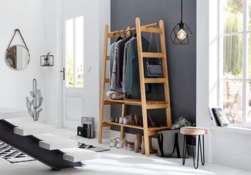 Wyrafinowana garderoba sosnowa, w stylu skandynawskim