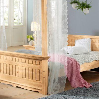 Urokliwe, sosnowe łóżko 140x200 cm, zdobione