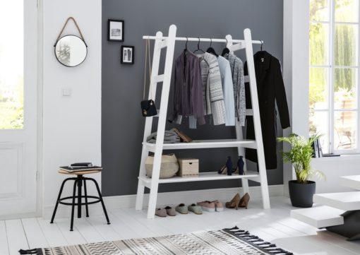 Wyrafinowana garderoba sosnowa, w stylu skandynawskim, biała