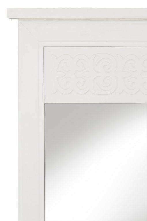 Lustro w białej ramie z dekoracyjnym ornamentem