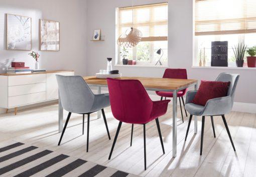 Wyjątkowe krzesła z miękkim poszyciem i metalowymi nogami - 4 sztuki
