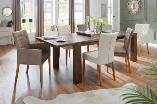 Stylowy fotel tapicerowany tkaniną w kolorze brązowym