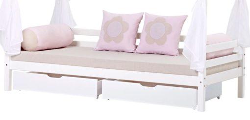Sosnowe łóżko dziecięce z materacem, zasłonkami i drabinką