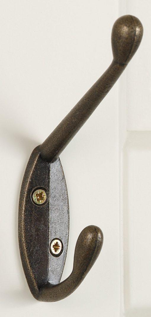 Zestaw dwóch wieszaków, kremowych z misternym zdobieniem