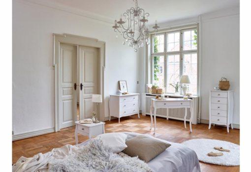 Biała komoda w stylu barokowym, trzy szuflady