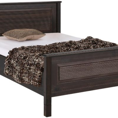 Ciemne sosnowe łóżko z frezowaniem 140x200 cm