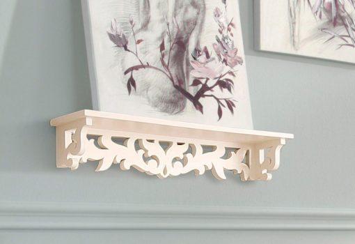 Półka ścienna z pięknymi dekoracyjnymi frezowaniami