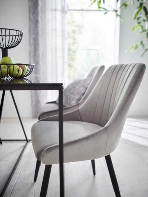 Tapicerowane krzesła w odcieniach szarości - 2 sztuki