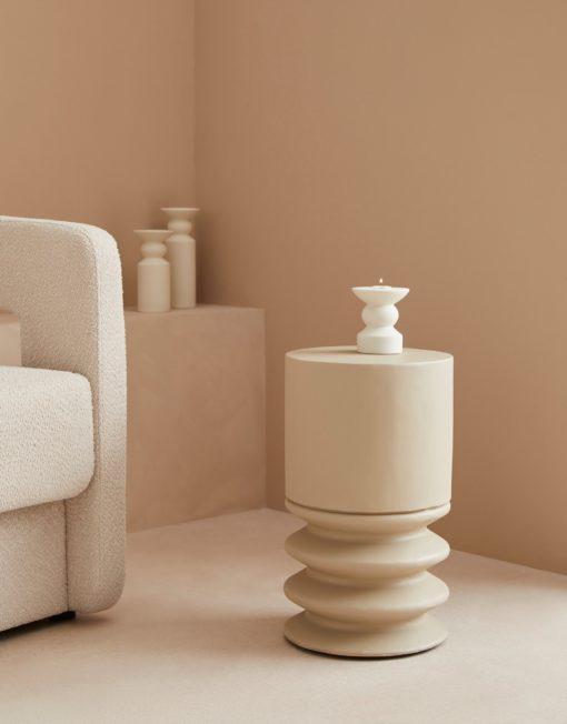 Stolik z betonu o ciekawym designie, szary