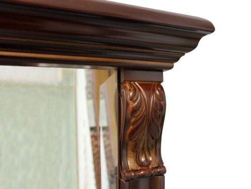 Klasyczne lustro w orzechowej ramie ze zdobieniem