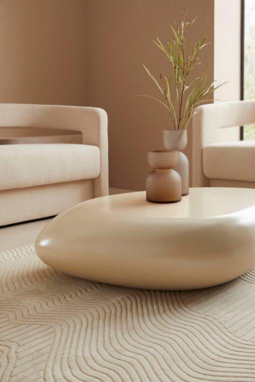 Kremowy stolik z włókna szklanego w formie kamienia